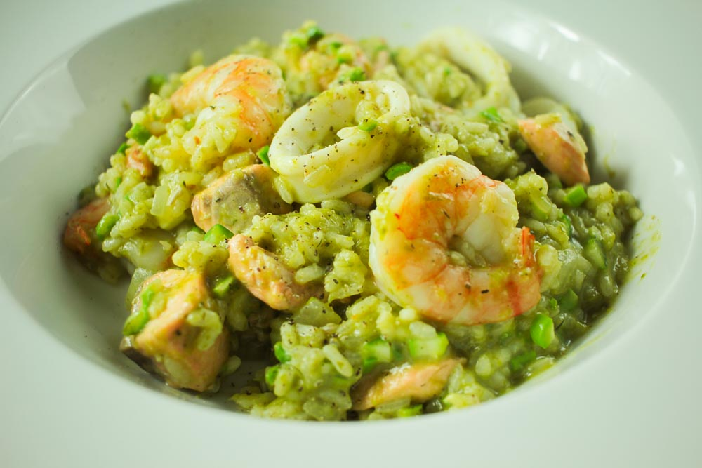 Seafood and raw asparagus risotto-1458