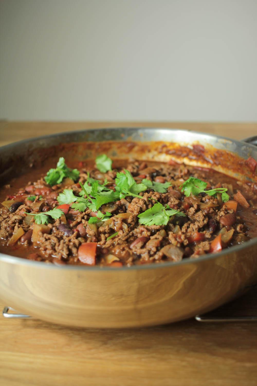 Chocolate chilli con carne recipe globe scoffers for Adding chocolate to chilli con carne