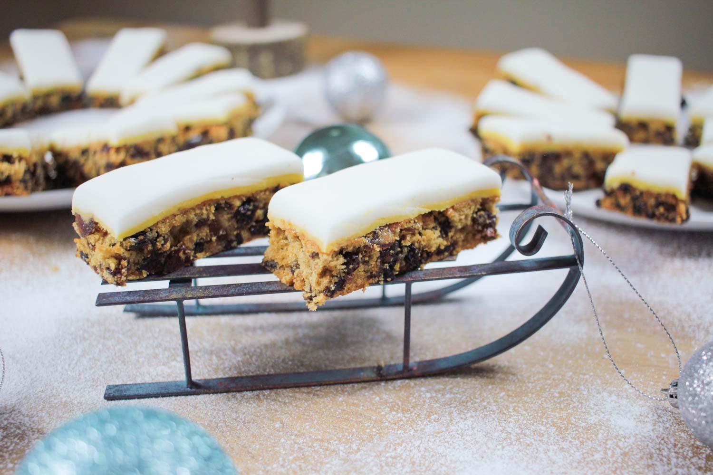 Christmas Cake Slice Traybake Recipe - Globe Scoffers | globescoffers.com