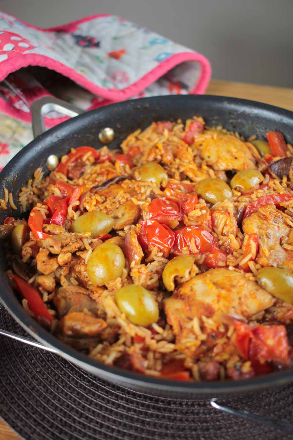 One pot spanish chicken and rice recipe globe scoffers one pot spanish chicken and rice forumfinder