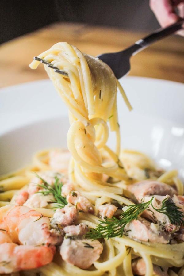 Creamy Linguine with Salmon and Prawns