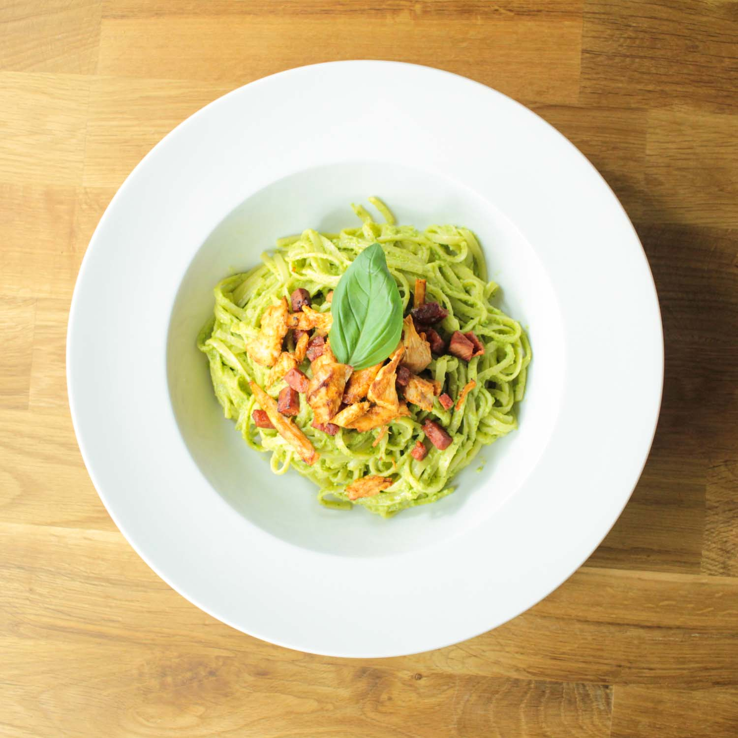 Creamy Avocado Pesto Linguine-5 - Globe Scoffers | globescoffers.com