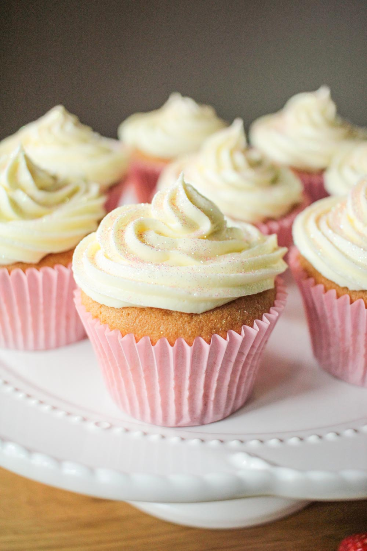 Strawberry and Vanilla Cupcakes with Prosecco Frosting-3 - Globe Scoffers   globescoffers.com