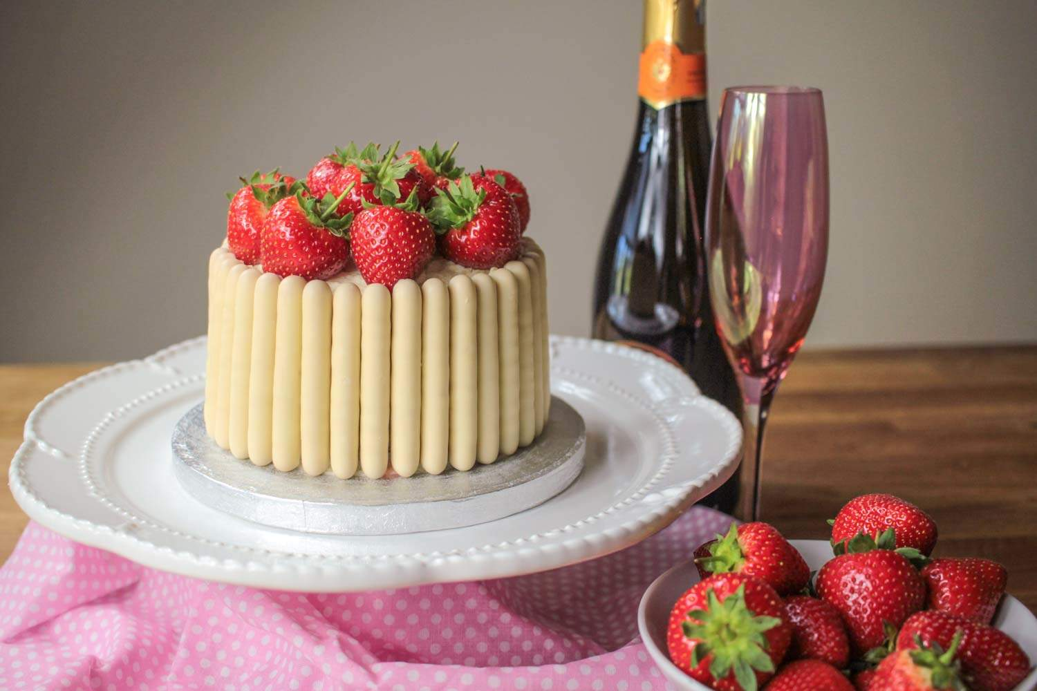 white-chocolate-strawberry-and-prosecco-cake-3 - Globe Scoffers | globescoffers.com