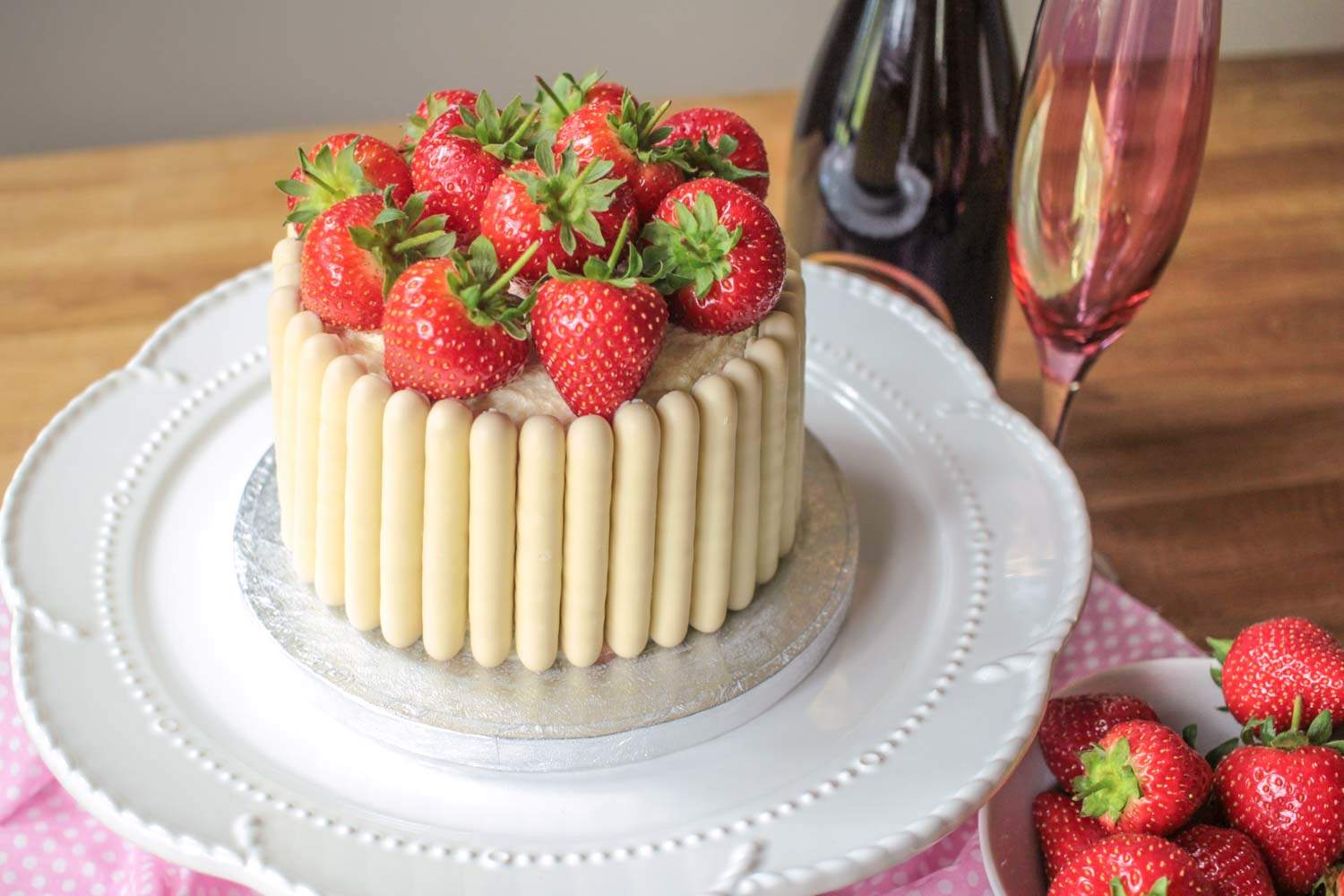 white-chocolate-strawberry-and-prosecco-cake-6 - Globe Scoffers | globescoffers.com