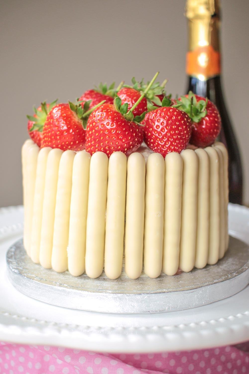 white-chocolate-strawberry-and-prosecco-cake-7 - Globe Scoffers | globescoffers.com