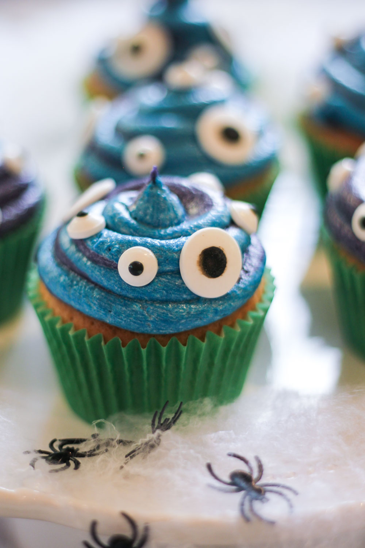 Slime Monster Cupcakes Recipe - Globe Scoffers | globescoffers.com