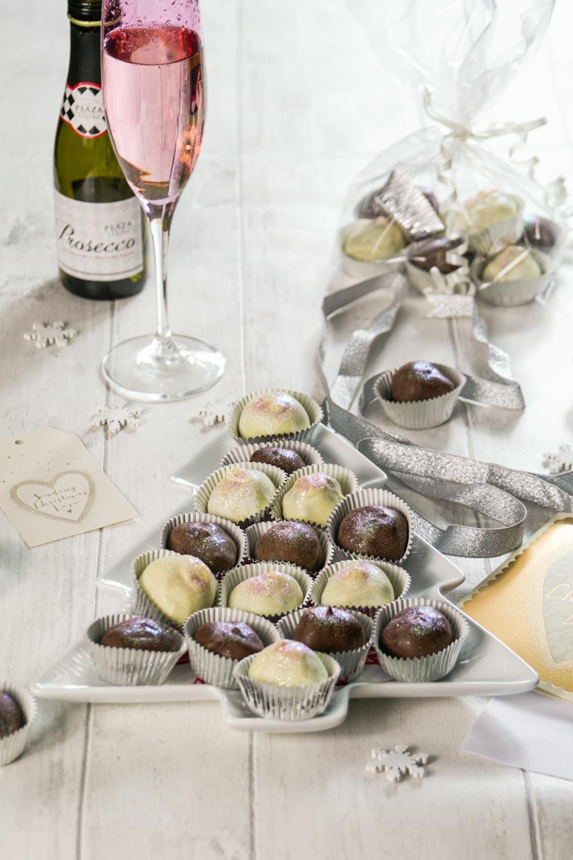 Prosecco Truffles Recipe-2 - Globe Scoffers | globescoffers.com