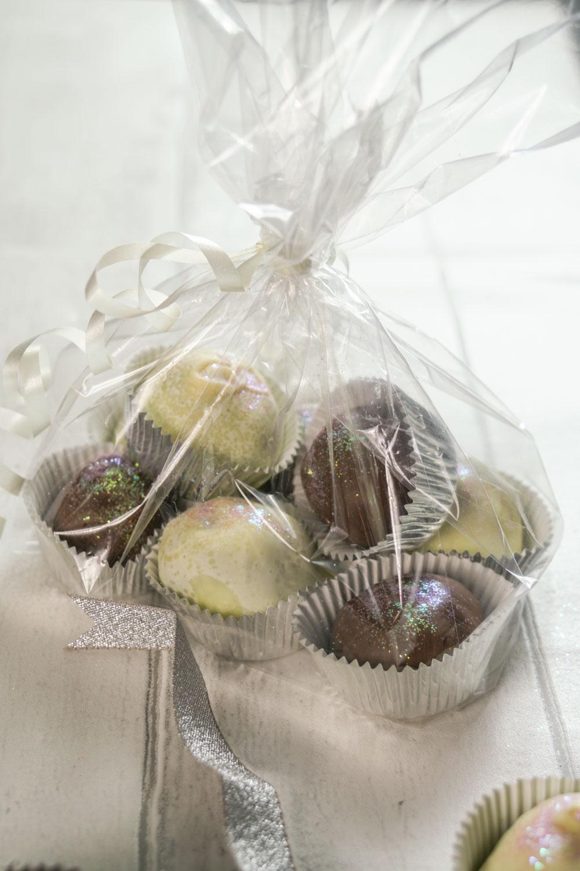 Prosecco Truffles Recipe-9 - Globe Scoffers | globescoffers.com