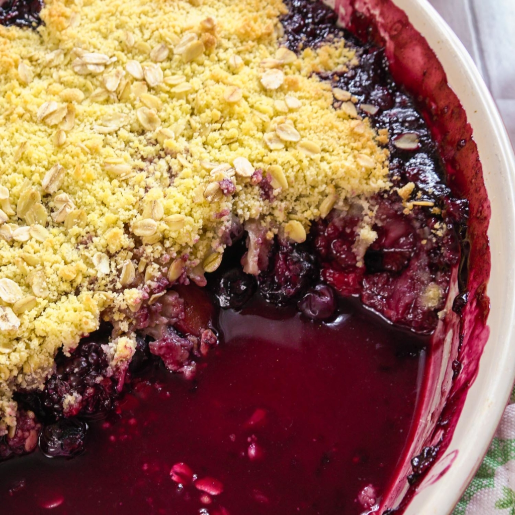 Sloe Gin and Winter Fruit Crumble