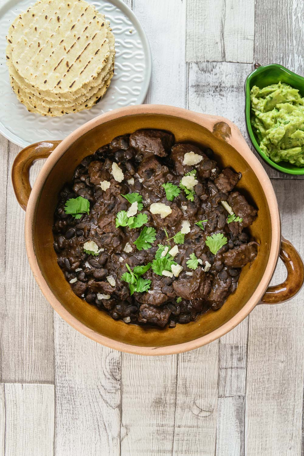 Chunky Beef and Black Bean Chilli Recipe - Globe Scoffers | globescoffers.com